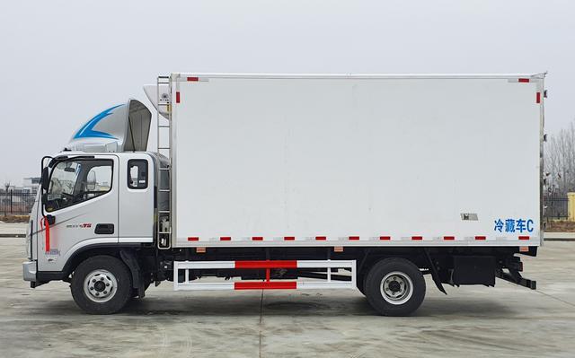 福田CTS排半5.1米冷藏车图片