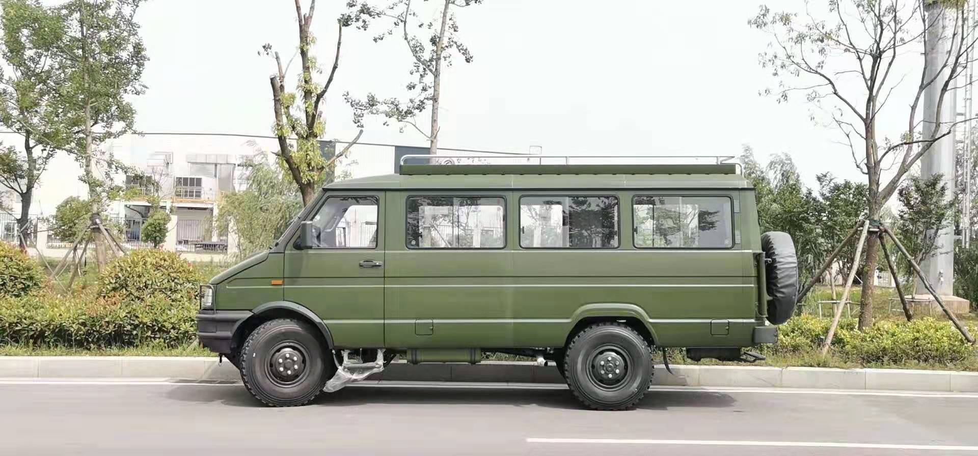 南京依维柯2045民用四驱房车
