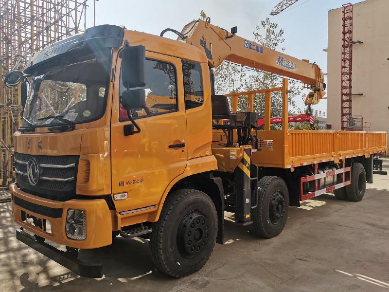 东风国六小三轴徐工12吨随车吊