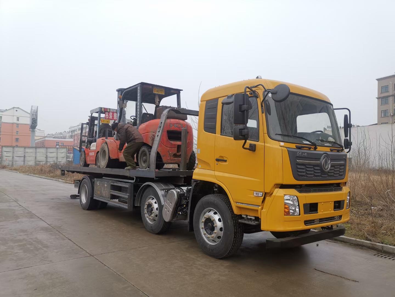 8-10吨东风天锦道路清障车大平板救援拖车托二个叉车操作视频