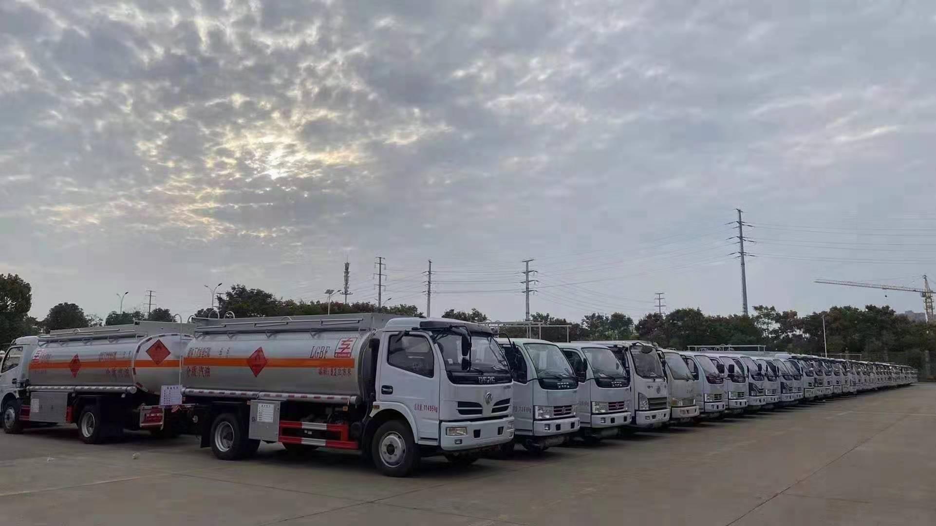 厂家直销拒绝中间商各种油罐车任由您挑选,货源充足图片