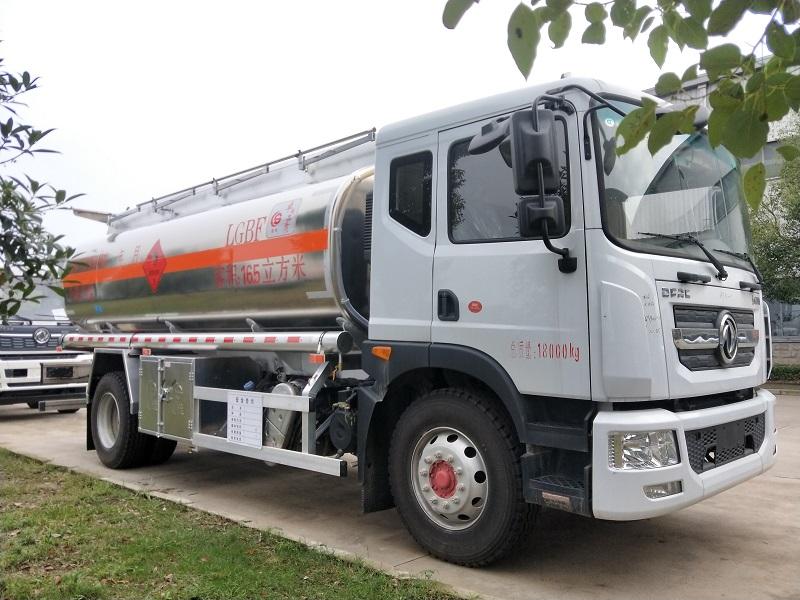 国六东风D9单桥16.5方铝合金运油车康明斯220马力 单桥14吨油罐车配置图片