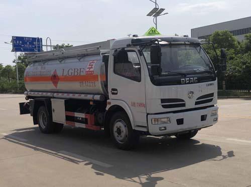 楚胜8吨加油车厂家报价有参数质量可靠 现车送货上门视频