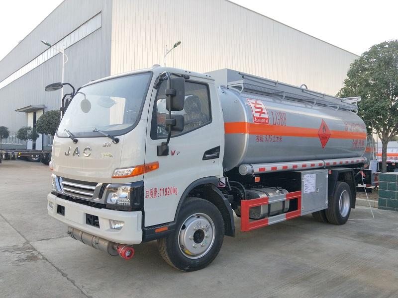 专威牌加油车 高端8吨油罐车厂家 国六江淮骏铃9.75方加油车图片