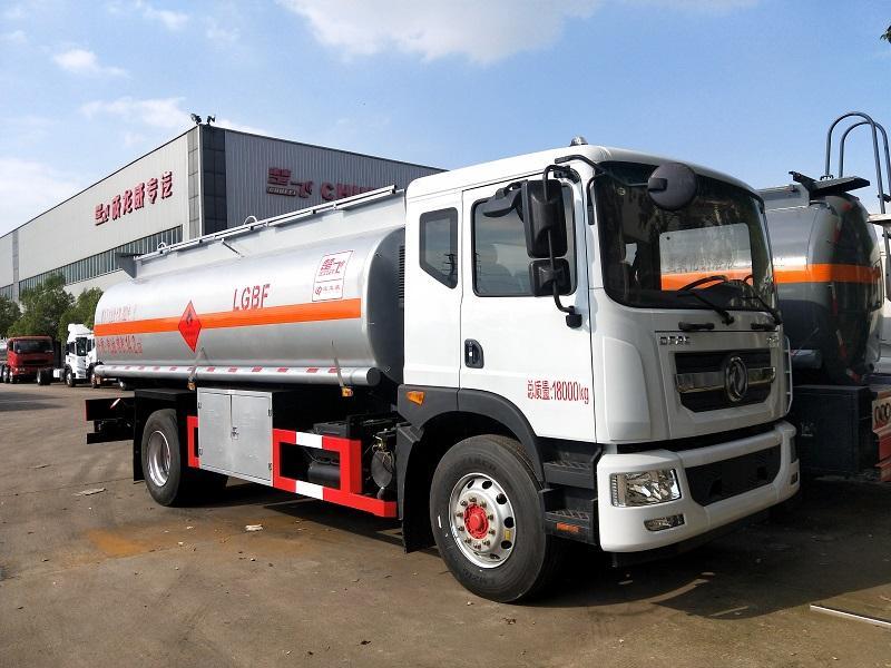 东风多利卡D9油罐车厂家 14.2方运油车 14吨油罐车视频视频