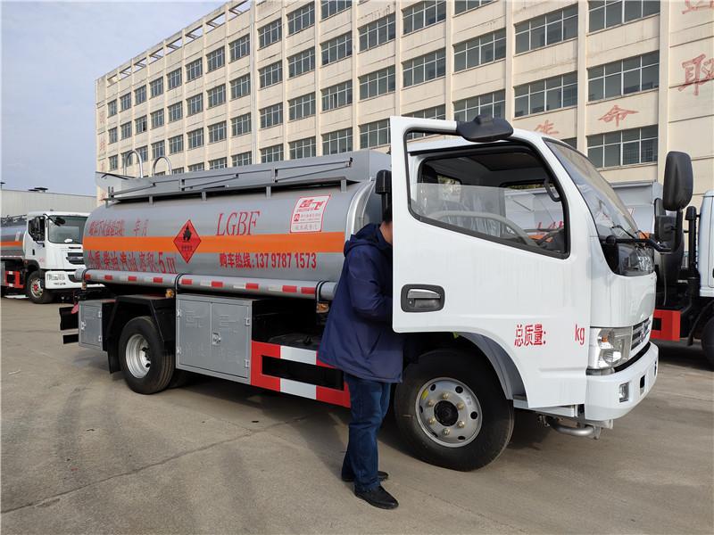 2021年畅销5吨油罐车厂家价格 东风5方运油车参数 图片