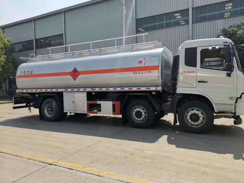 20吨东风天锦小三轴油罐车 大吨位高安全