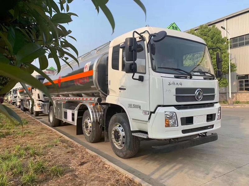 20吨东风天锦小三轴油罐车 厂家推荐货源