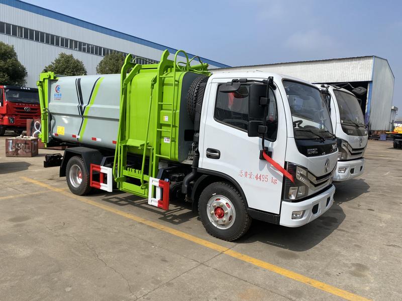 常州刘哥来厂自提压缩垃圾车 好车不贵 一直信赖 所以选择