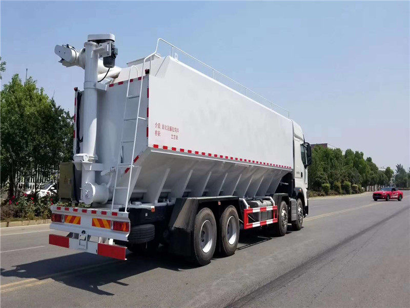 国六排放柳汽40方散装饲料运输车图片
