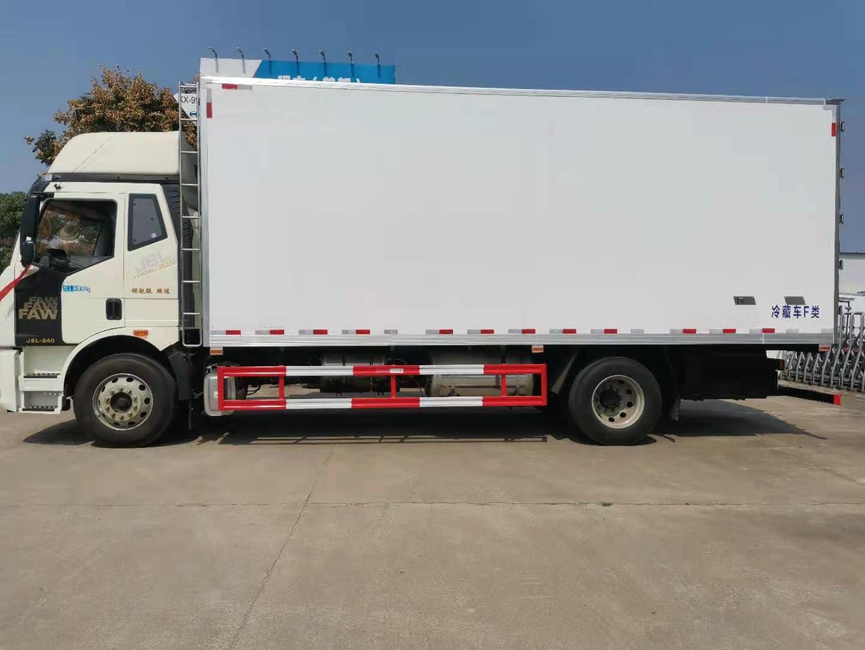 解放J6L高顶双卧6.8米冷藏车图片