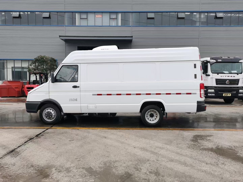 国六依维柯面包式冷藏货车