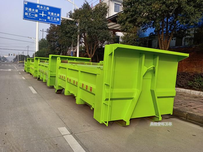 一批环卫勾臂式垃圾车到达莆田图片