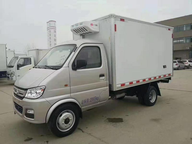山东青岛李总订购一台长安后双轮小型微卡蓝牌冷藏车
