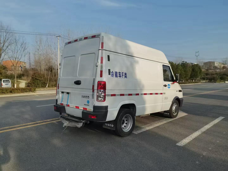 國六依維柯面包式冷藏車(短軸)圖片