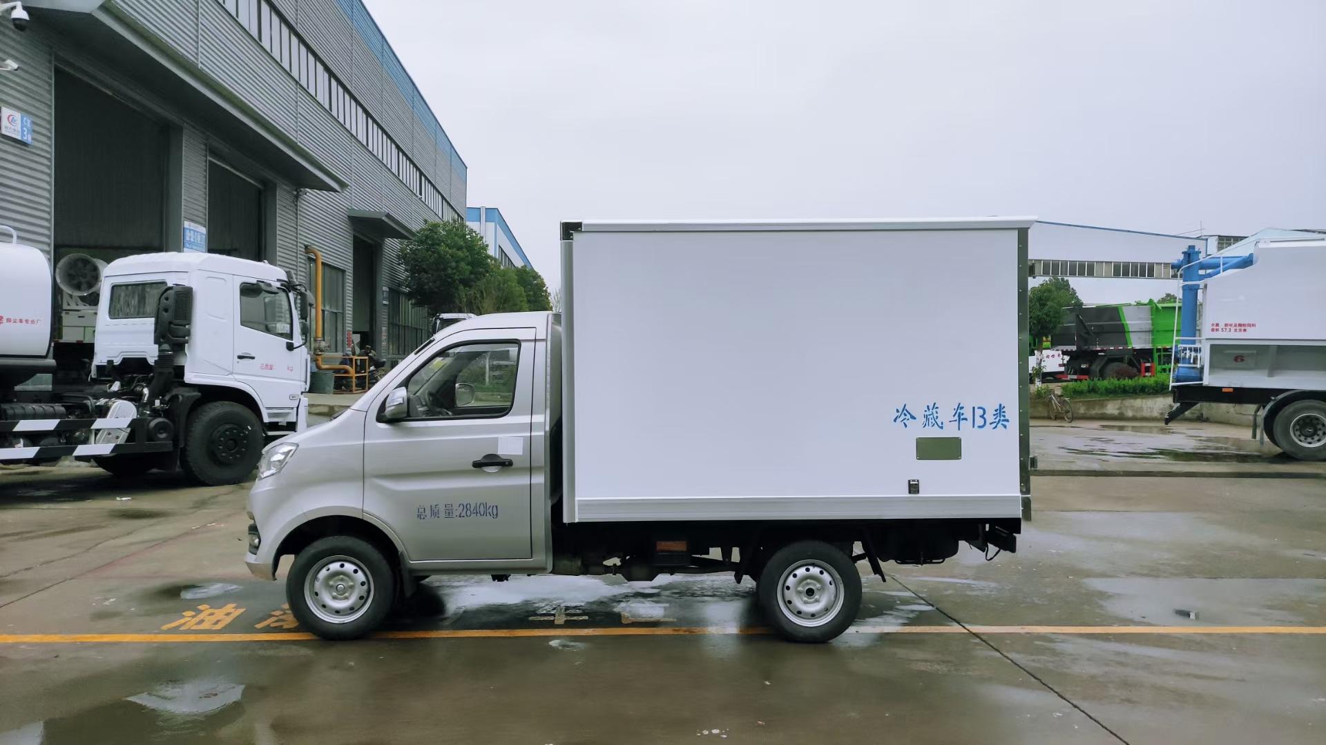 国六重庆长安小箱式冷藏车图片