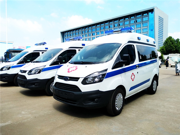 国六(柴油)江铃福特v362短轴中顶运输型救护车图片