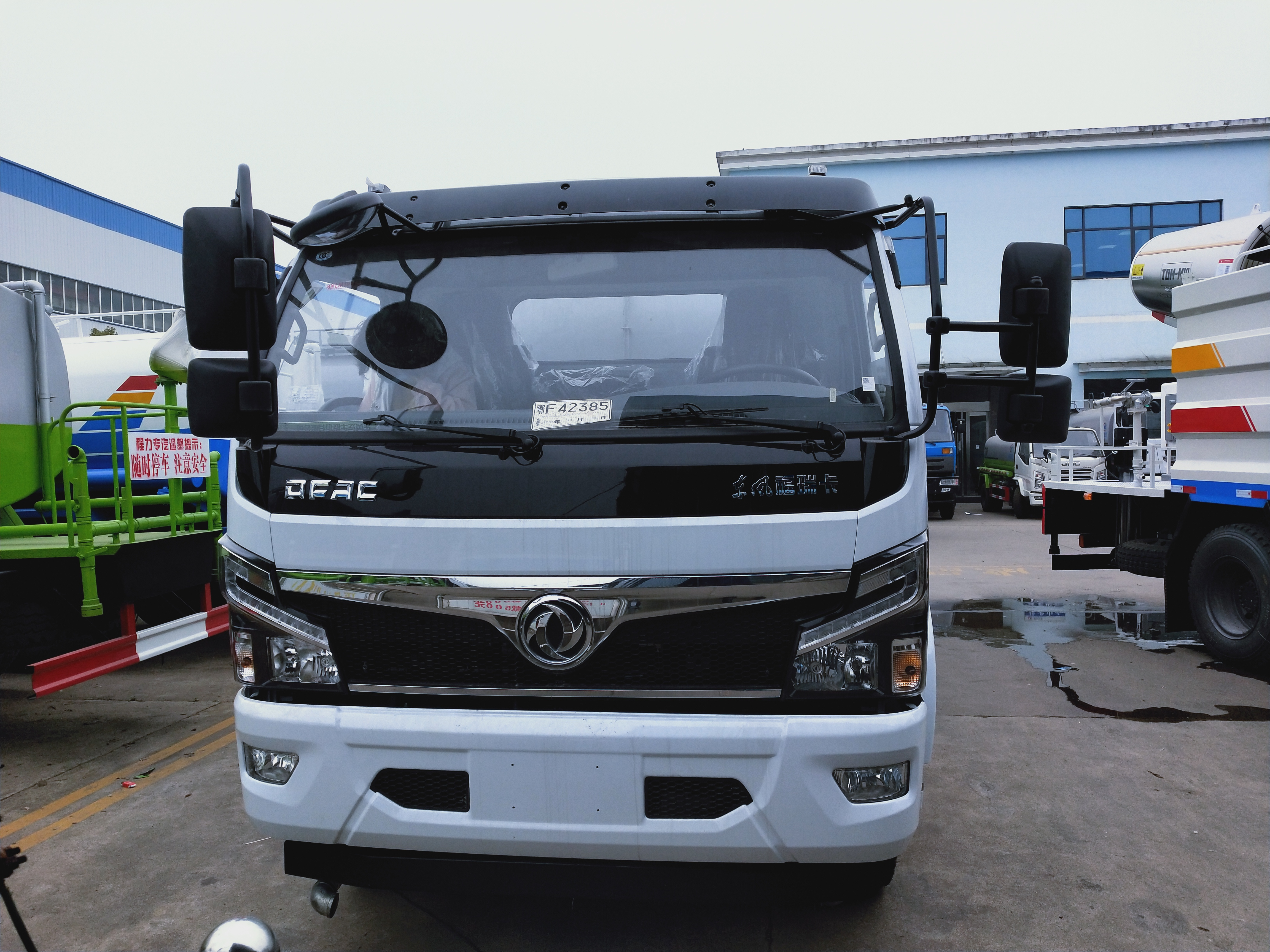国六9方东风抑尘洒水车厂家图片30米雾炮车高低档变速箱价格