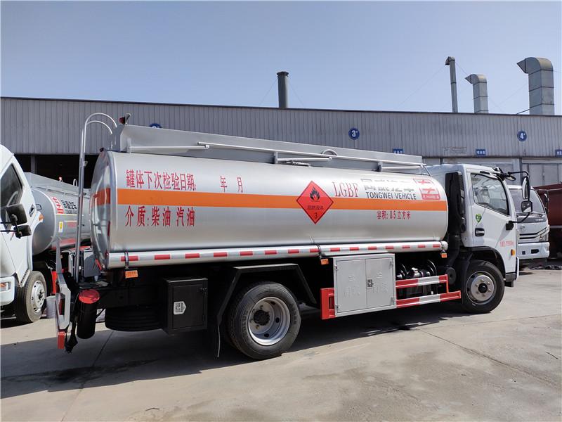 国六8吨油罐车 东风多利卡8.5立方加油车参数 报价 视频视频