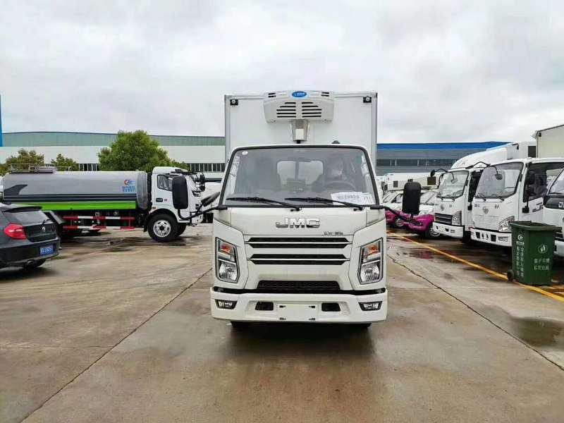 江西南昌彭总订购5台国六江铃顺达4.2米冷藏车