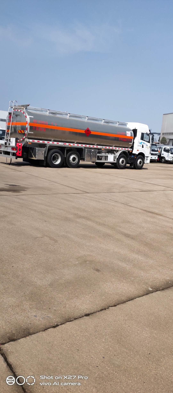 国六油罐车图片