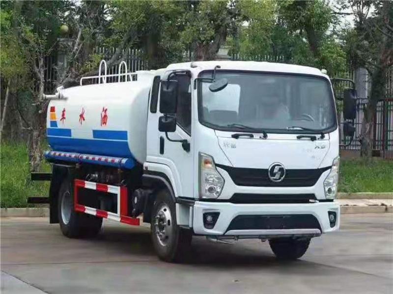 海南郑州订购陕汽轩德X9国六12方洒水车用于环卫绿化树木花草洒水灌溉