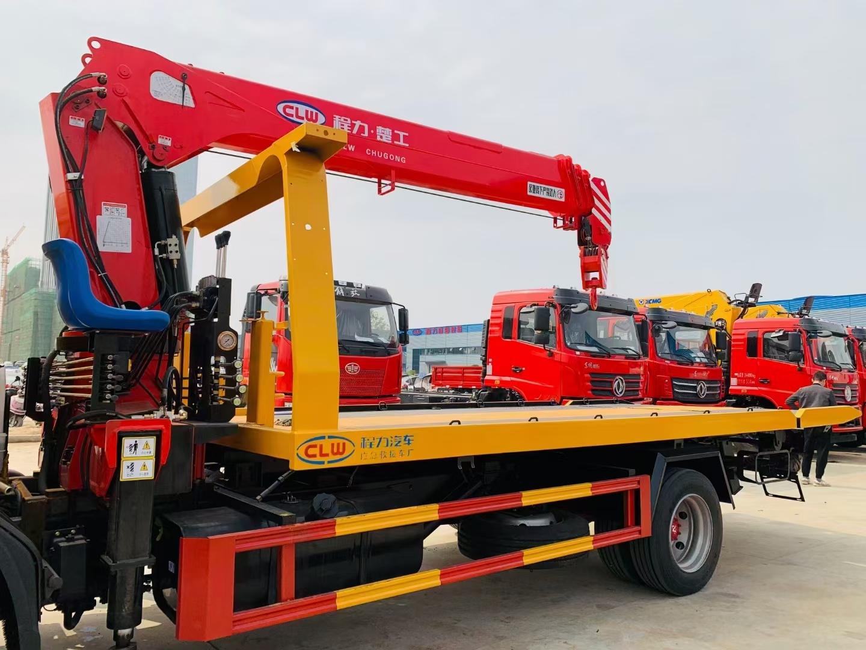 国六东风D8带吊现车一台,整车工程黄,配楚工4吨4节臂吊,5吨上装图片