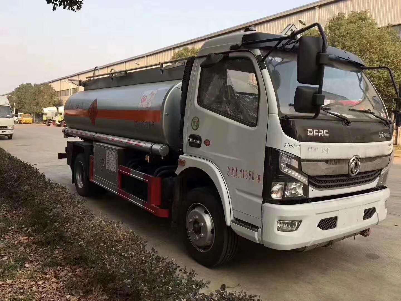 楚胜牌国六东风凯普特8.5方加油车,满载8吨柴油危险品罐式车