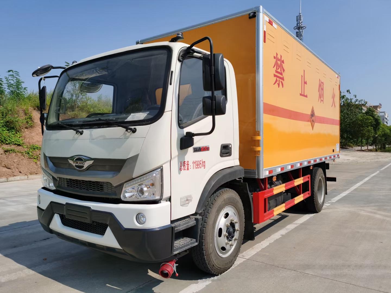 国六福田危险品厢式运输车图片