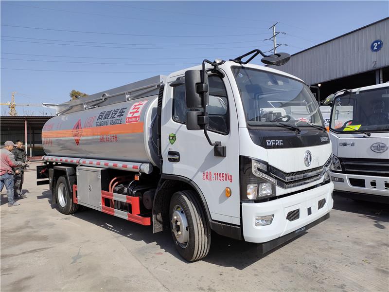 8吨油罐车厂家现车直销 国六东风多利卡8.5立方加油车全国包上户送车到家