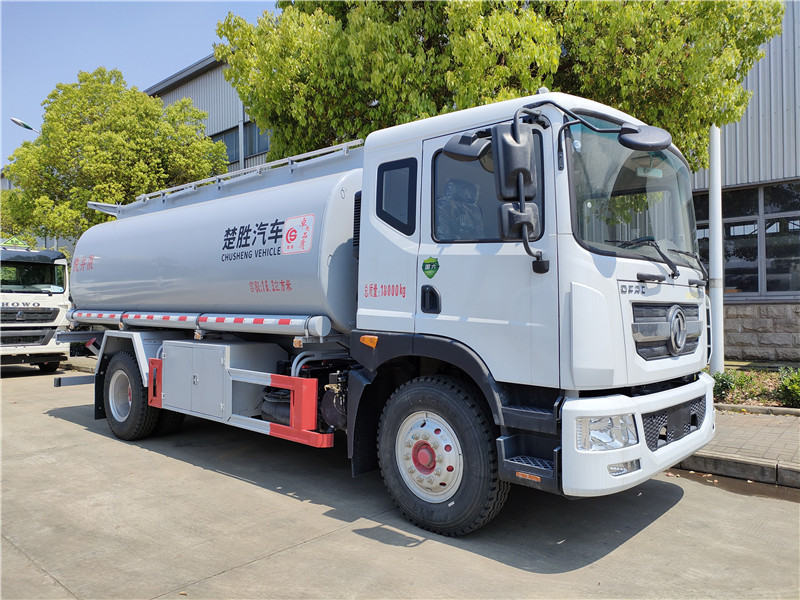 国六东风D9多利卡16.3方供液车报价 楚胜牌15吨普通液体运输车上个人户