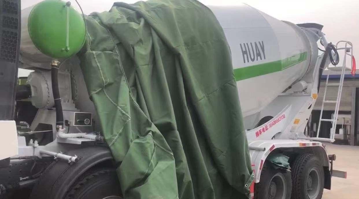 重汽豪沃TX轻量化搅拌车正在安装罐衣视频