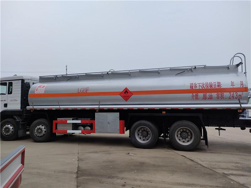 国六重汽汕德卡20吨油罐车原油24.3方易燃液体罐式运输车视频