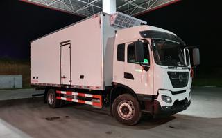 国六东风天锦6.8米冷藏车图片