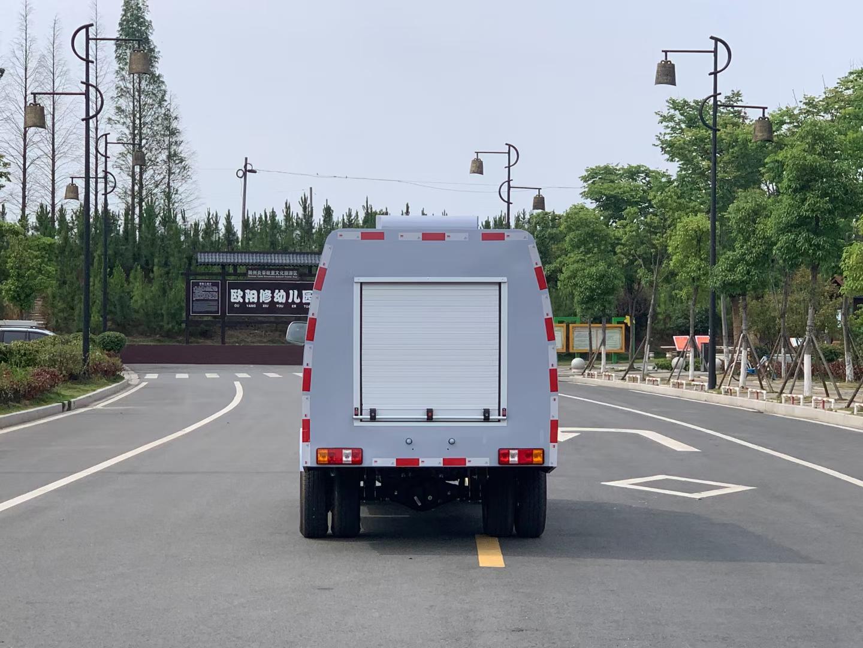 藍牌路面洗掃車路面養護車多少錢圖片