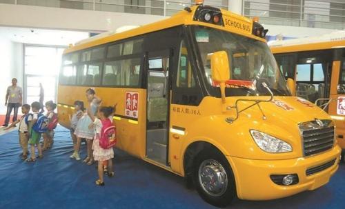 东风超龙EQ6750ST6D幼儿专用校车