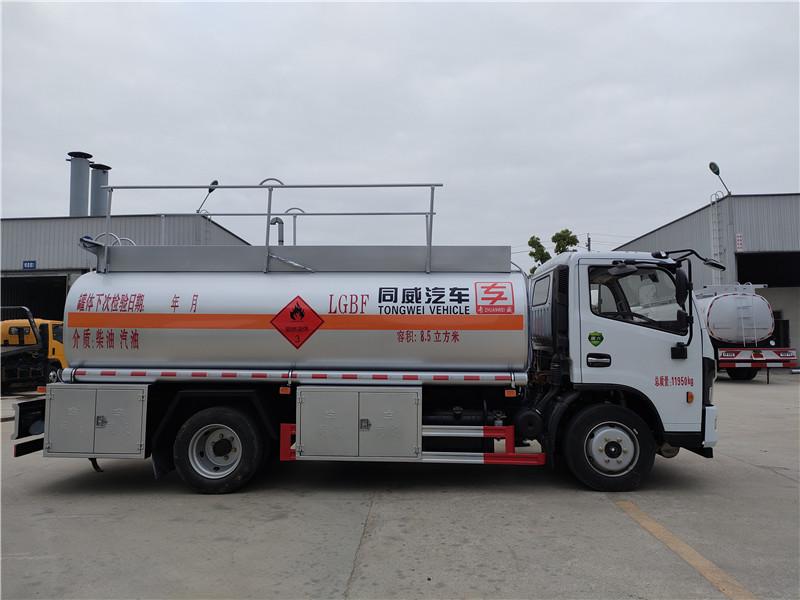 国六东风多利卡8.5立方加油车参数配置  8吨油罐车厂家价格包上户 可按揭 送车上门