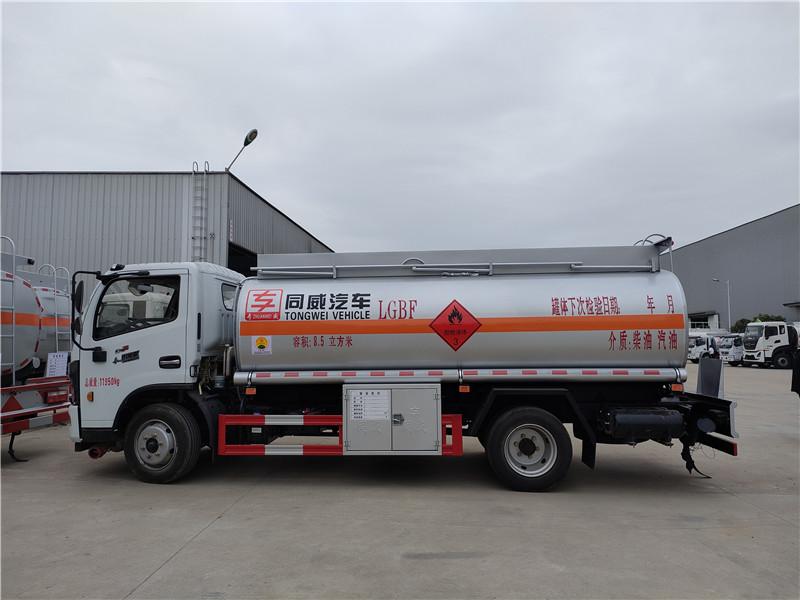 同威牌油罐车厂家 国六东风多利卡8.5立方加油车价格 HTW5125GJYEC6型加油车参数