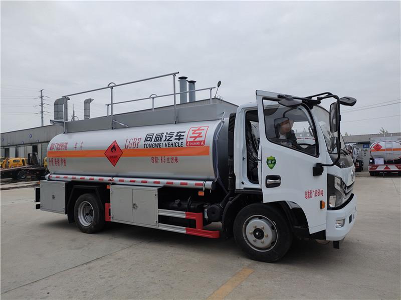 新款国六排放标准的8吨加油车厂家定制 强势来袭 国六东风多利卡8.5立方加油车配置