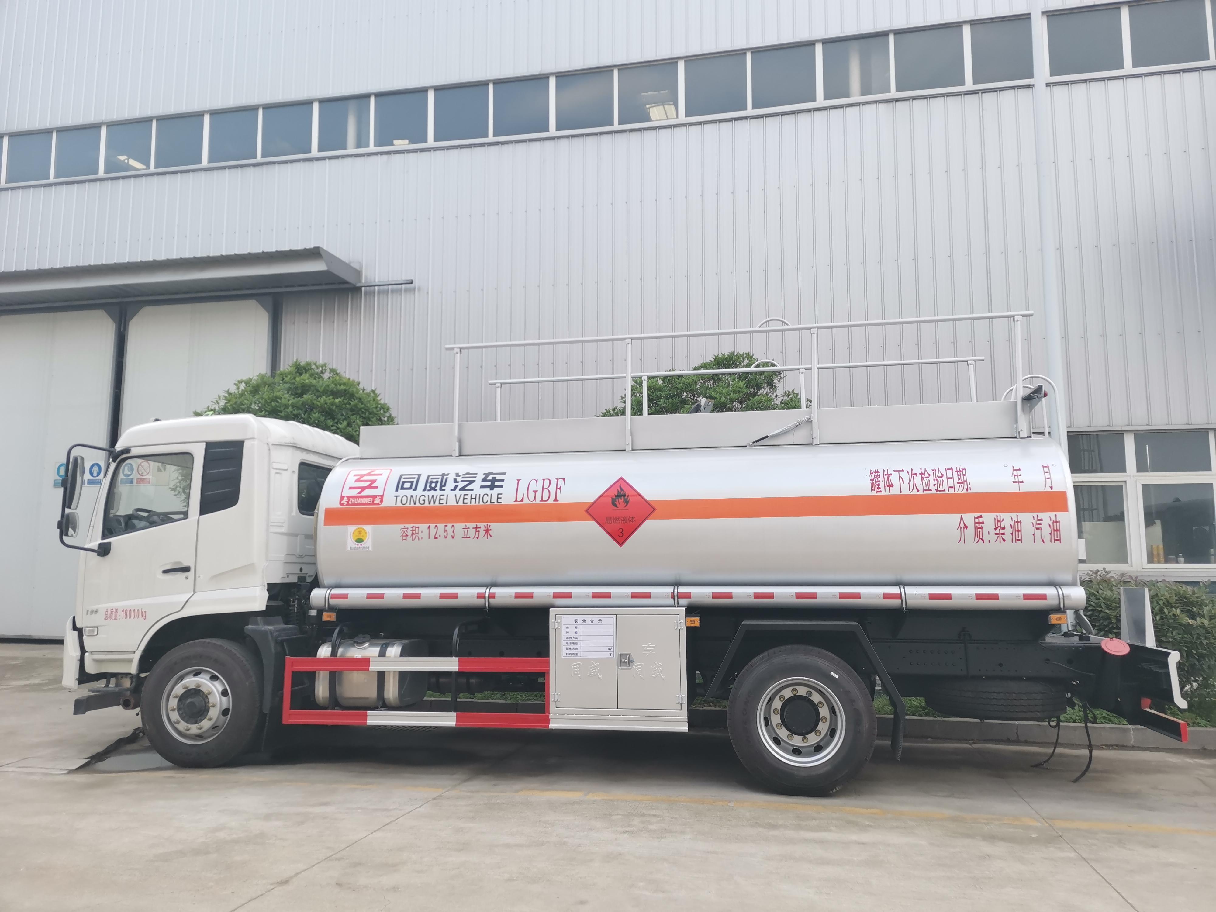 东风专底上高速10吨油罐车质优价廉 价位亲民视频