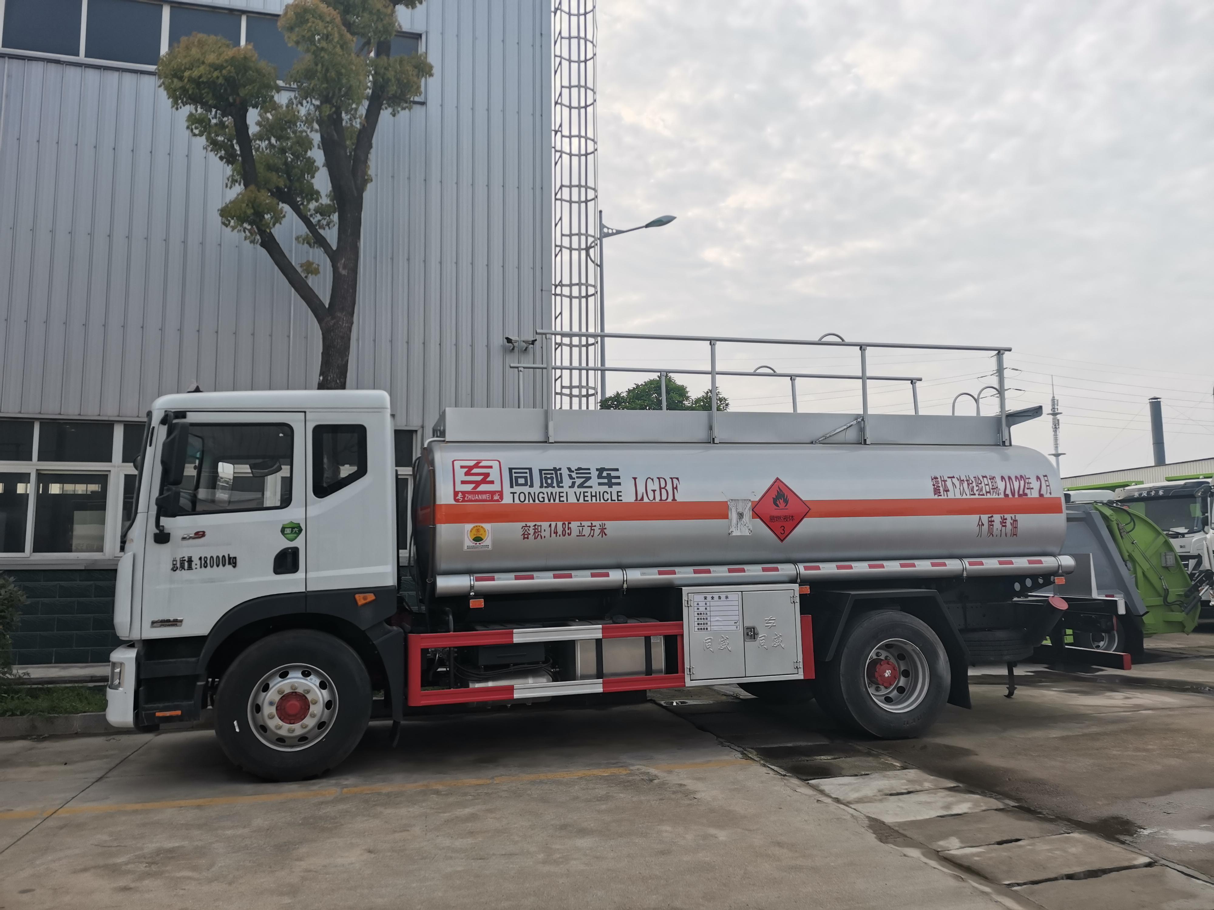 国六东风多利卡D9满载12吨油罐车 上高速10吨不超载视频