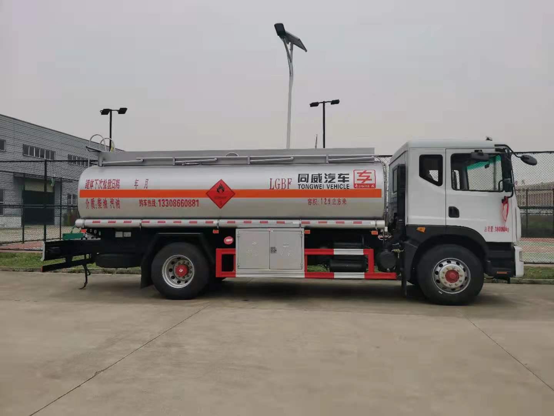 行驶证10吨油罐车东风专底12吨油罐车分期包牌一条龙视频