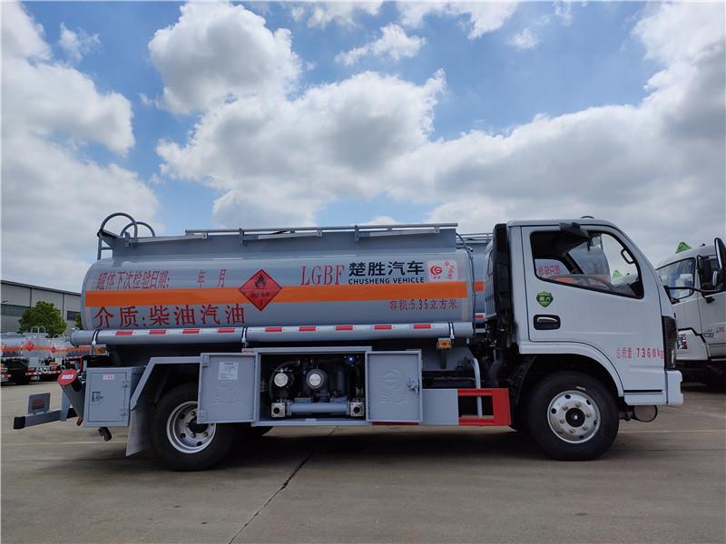 国六东风多利卡5吨加油车批发价 荷载3.5吨油罐车配置视频视频