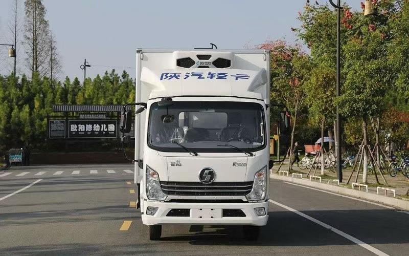 陕汽德龙轻卡宽体自动挡国六130马冷藏车厂家直销图片