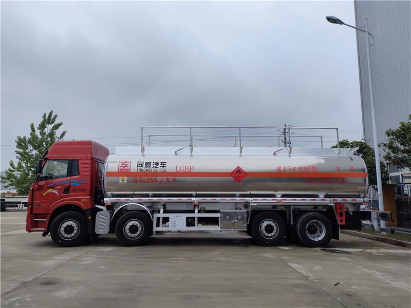广西梧州户解放悍V前四后六额载20吨铝合金油罐车 视频视频