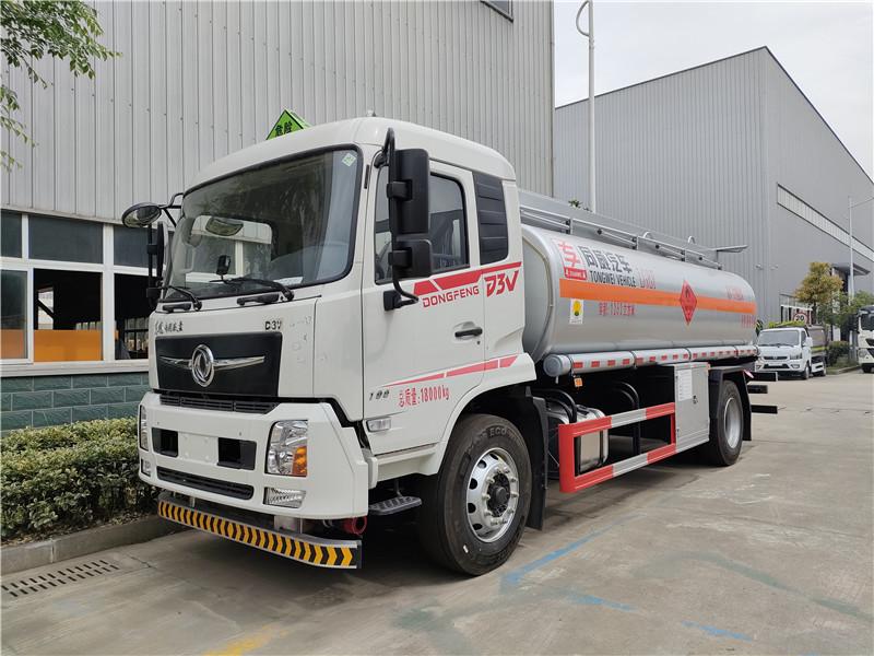 专威牌东风专用底盘D3单桥12.53方加油车12吨油罐车图片