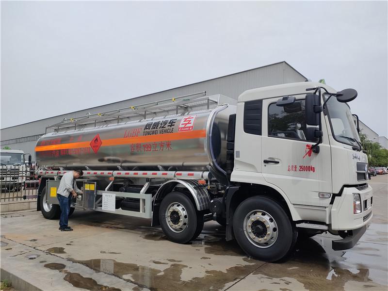 东风天锦小三轴19.9方铝合金运油车(三轴18吨油罐车)视频视频