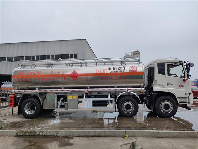 四川乐山牌东风天锦三轴19.9立方柴油核载16吨铝合金运油车视频