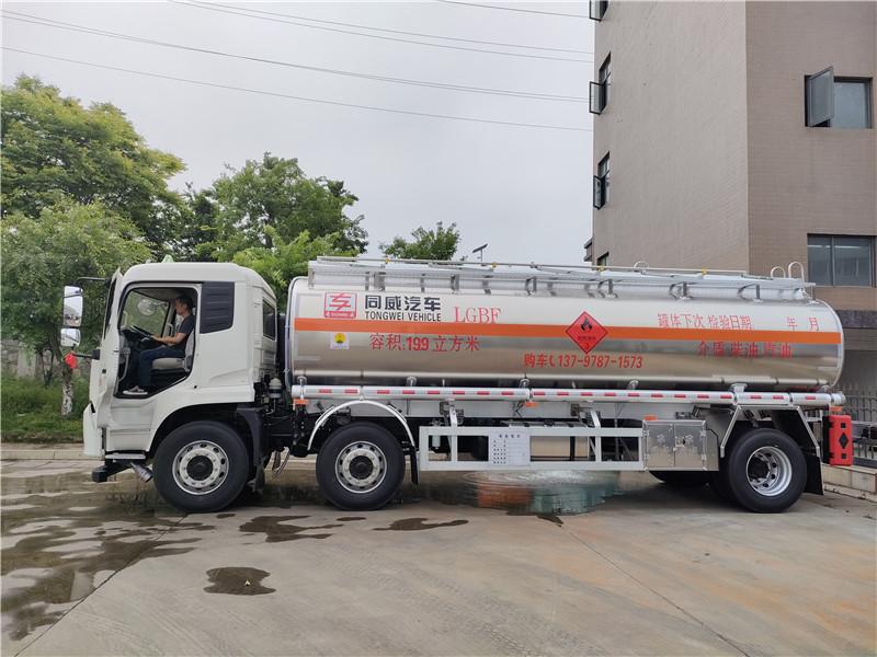 天锦小三轴铝合金16吨油罐车价格 柴油运油车带牌能异地审车视频