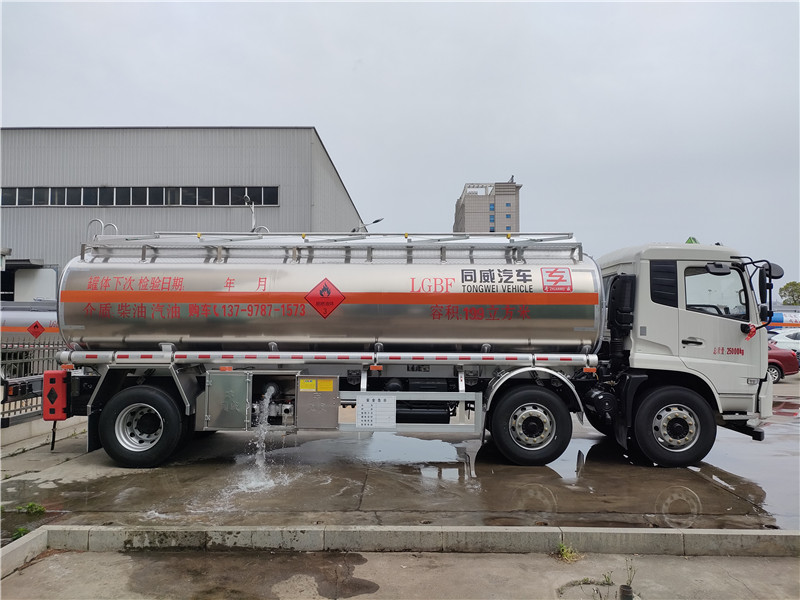 16吨天锦小三轴油罐车价格 油罐车厂家带牌现车出售 视频视频